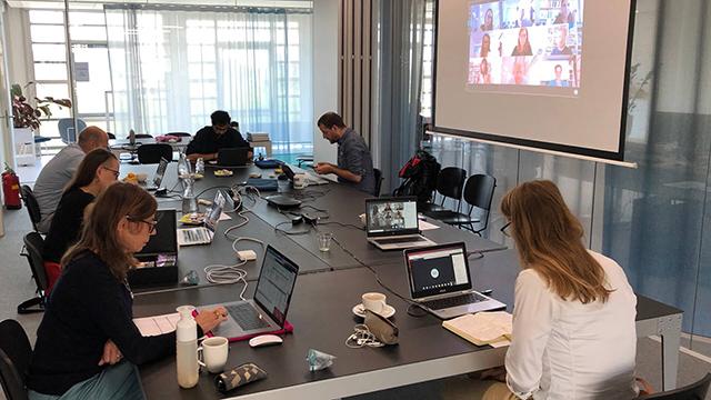 14.-Commissievergadering-Architectuur-op-kantoor-en-online-op-afstand.jpg